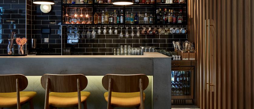 switzerland_davos_hard-rock-hotel_spenglers-bar.jpg